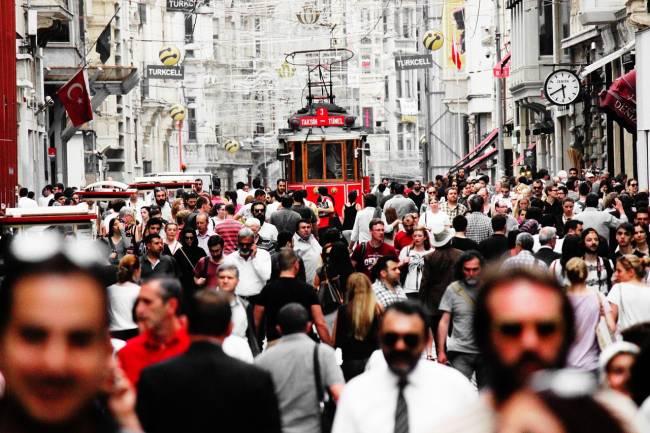Calle de Estambul con peatones