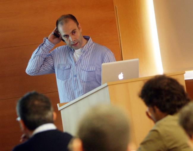 Iñaki Iturbe-Ormaetxe durante la conferencia