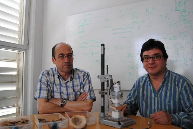 Los investigadores del ITEAM, Luis Vergara y Addisson Salazar