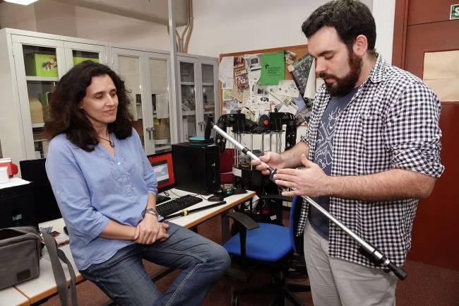 Investigadores del Grupo de Ingeniería de Sistemas Integrados de la Universidad de Málaga, diseñadores del bastón