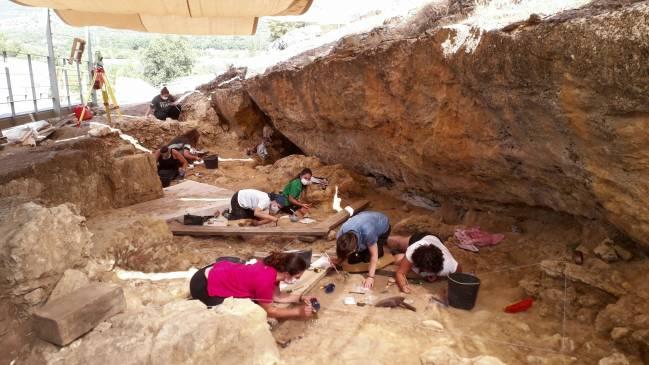 Vista general de la excavación del Abrigo de Navalmaíllo