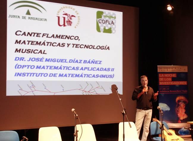 El profesor Díaz-Báñez durante una de sus conferencias
