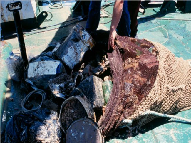 Basura recogida con las redes a 1200 metros de profundidad, en el Mediterráneo oriental