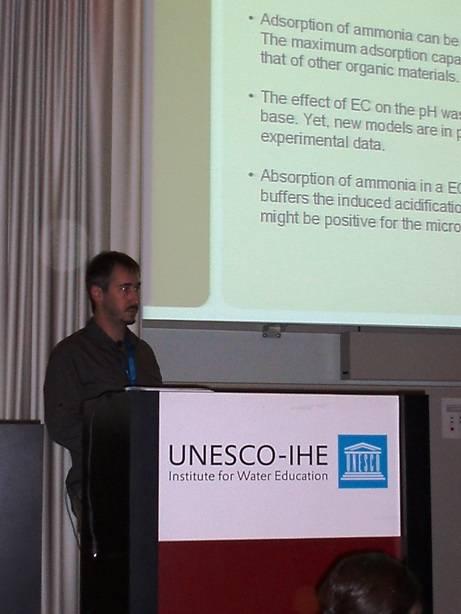 El Dr. Prenafeta durante su presentación