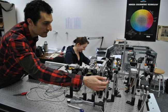 El investigador Reza Atashkhooei, del equipo del CD6 que dirige Santi Royo