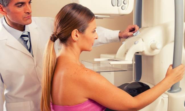 Los resultados confirman las evidencias previas sobre la relación entre el alcohol y el tumor mamario. De todas las mujeres analizadas, 11.576 fueron diagnosticadas de un cáncer de mama a lo largo de los once años de seguimiento / Fotolia
