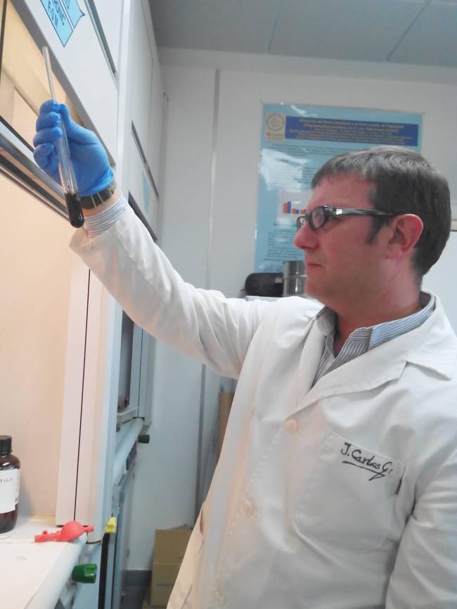 Juan Carlos García, uno de los investigadores responsables de este proyecto, durante los ensayos / Fundación Descubre
