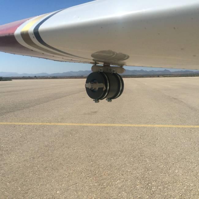 Prototipo del captador de partículas del aire montado en una avioneta.