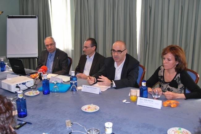 Presentación del Proyecto ENEIDA. De izquierda  a derecha los doctores  Gomollón, Gisbert, Domenech y García.