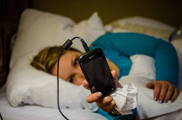 El uso del móvil es problemático cuando impide actividades como dormir