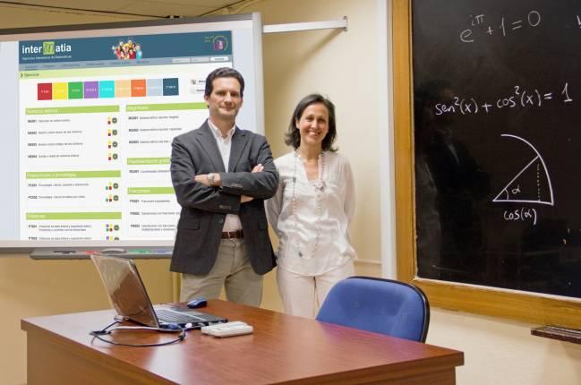 Juan González-Meneses y Olga de la Iglesia en la Facultad de Matemáticas de la US