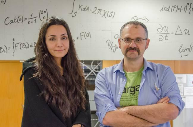 Isabel Serra y Álvaro Corral en el Centre de Recerca Matemàtica (Autor: Pedro Moreno / UAB)