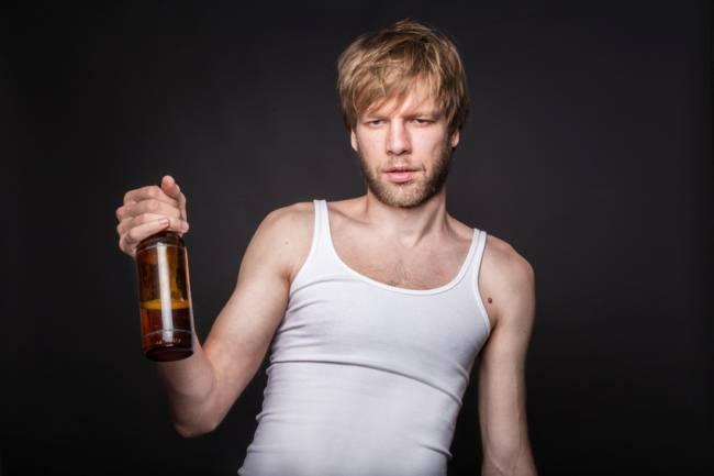El equipo de científicos utilizó los datos sobre pacientes con alcoholismo y sus familiares recopilados por Mattu Virkkunen, profesor emérito de Psiquiatría Forense en la Universidad de Helsinki.