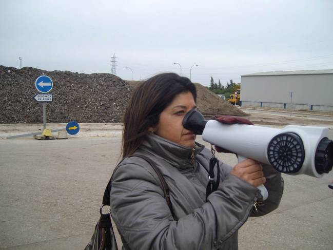 Investigadora con olfatómetro / Fundación Descubre