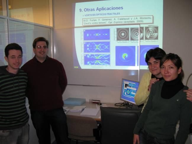 Investigadores de la UPV y la UV que trabajan en el desarrollo de las nanopinzas ópticas