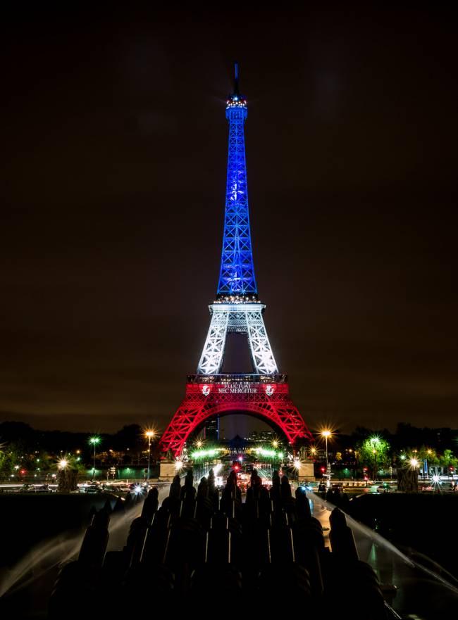 La Torre Eiffel, iluminada el pasado 17 de noviembre. / Yann Caradec.