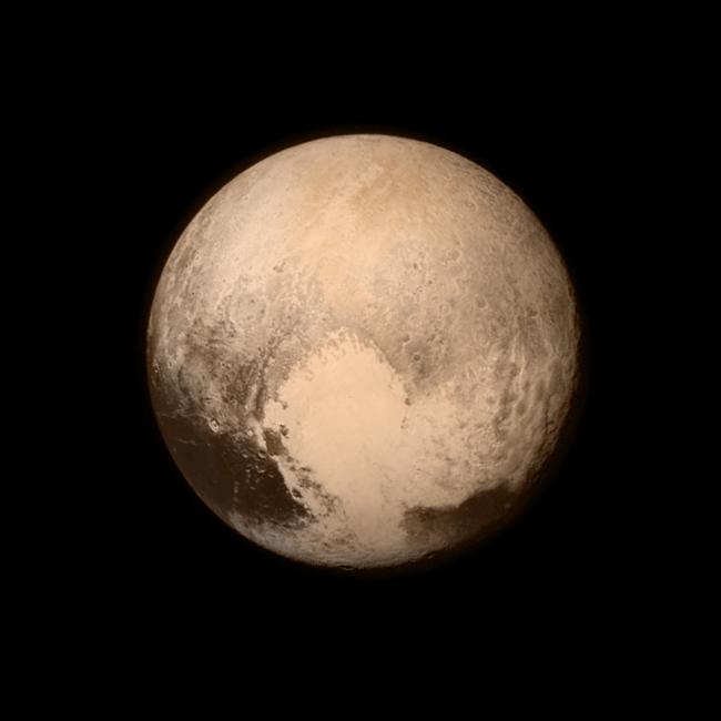 New Horizons captó esta imagen de Plutón donde se aprecia una silueta similar a un gigantesco corazón. / NASA/APL/SwRI.