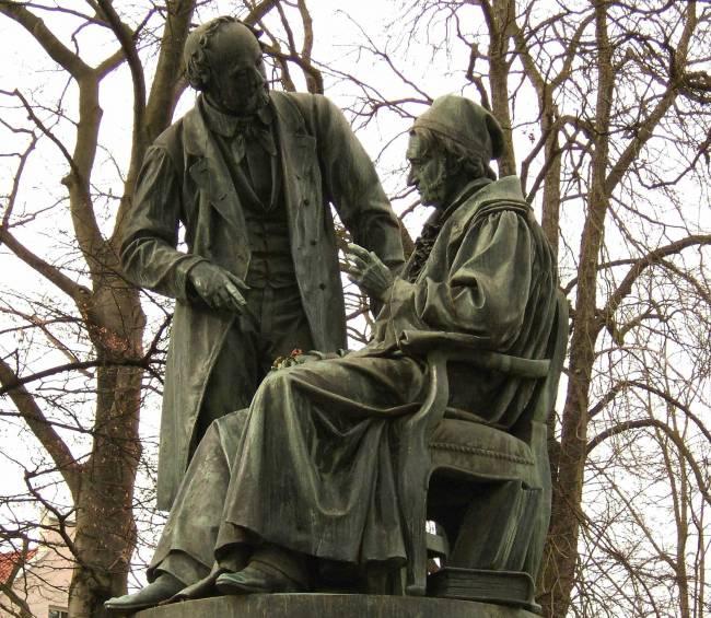 Monumento a Gaus y Weber en Gotinga. / Wikipedia
