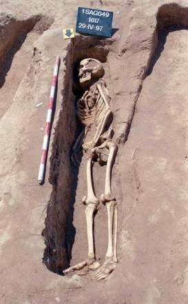Inhumaciones individuales de época andalusí Sagunt de Valencia enterrados con el cuerpo depositado sobre el costado derecho y mirando hacia el sur (donde creían que estaba La Meca) / Guillermo Pascual Berlanga