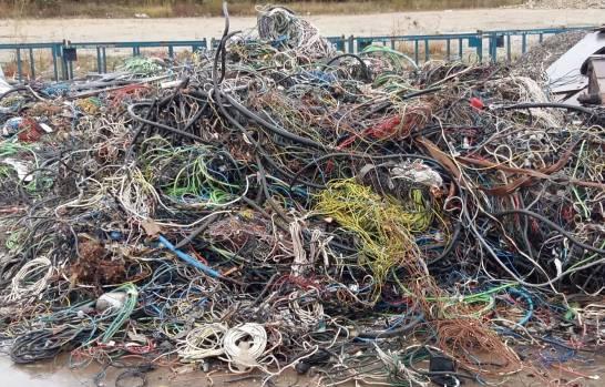 Desechos-de-plasticos-de-cables-para-mej