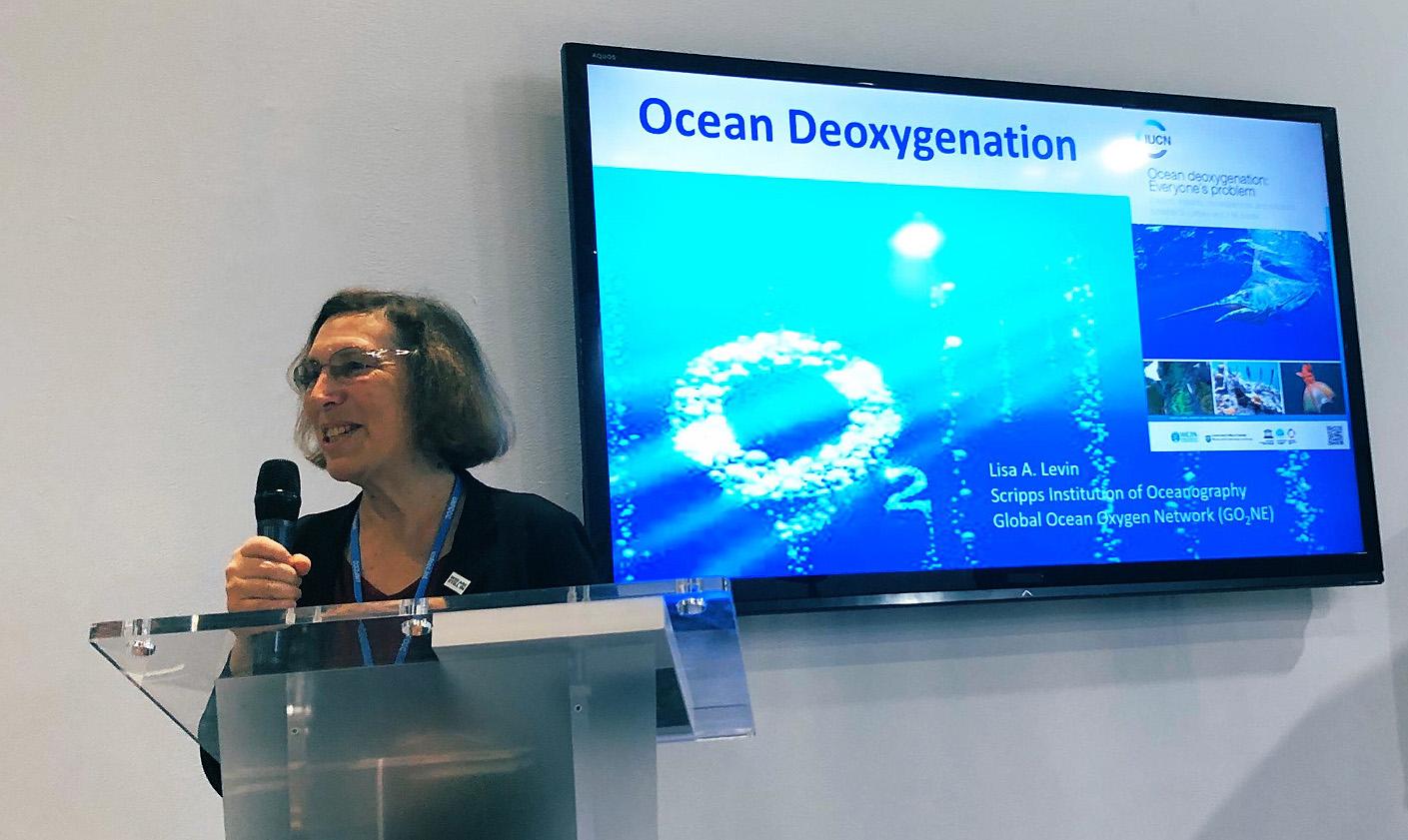 La desoxigenación de los océanos es como la pérdida de hábitat, ya que el oxígeno afecta a los ecosistemas marinos y cada uno de sus plantas y animales, dijo Lisa Levin en la COP25. / @UCatCOP